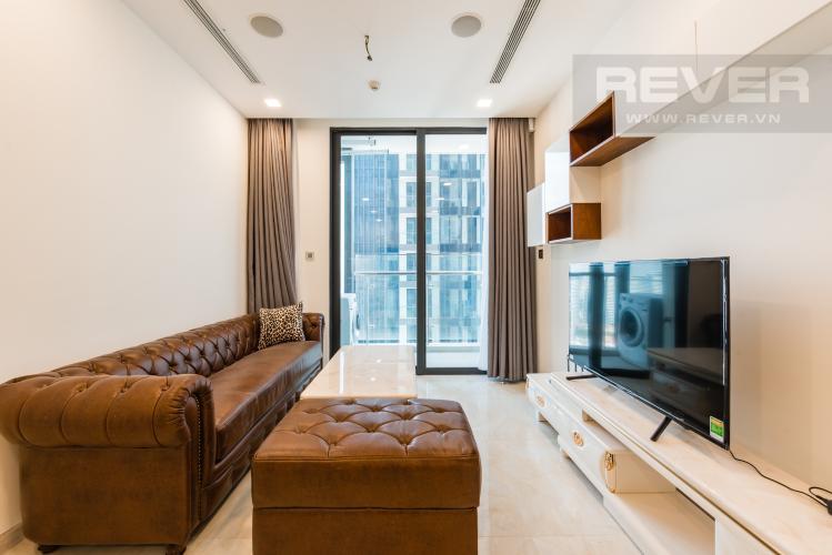 Phòng khách Căn officetel Vinhomes Golden River tầng cao, nội thất đầy đủ, cho thuê giá tốt