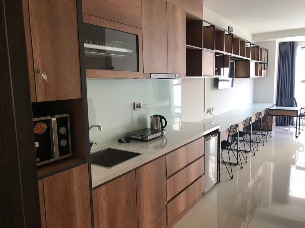 f3949487f34d14134d5c Cho thuê căn hộ officetel Saigon Royal, tầng 4, tháp A, đầy đủ nội thất, hướng Đông Nam