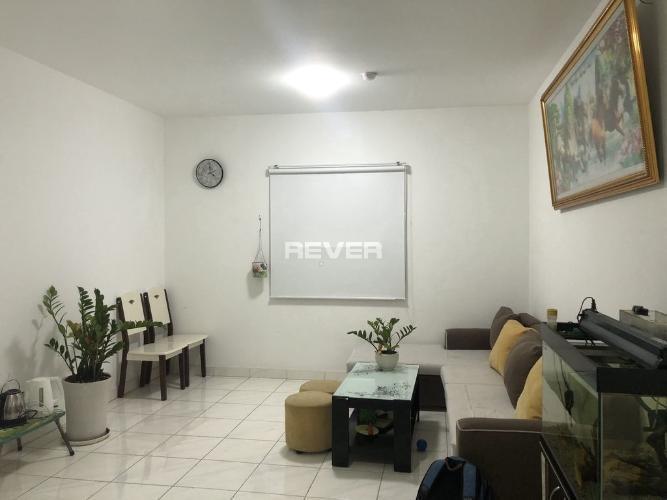 Căn hộ Celadon City tầng trung, nội thất cơ bản, ban công mát mẻ.