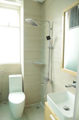 Phòng tắm nhà phố Nhà phố hướng Đông Nam diện tích đất 3mx 14m, hẻm xe máy.