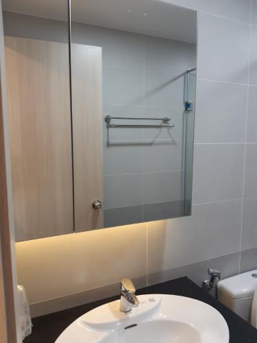 Phòng tắm căn hộ Palm Heights Căn hộ Palm Heights tầng cao, view sông và thành phố cực thoáng.
