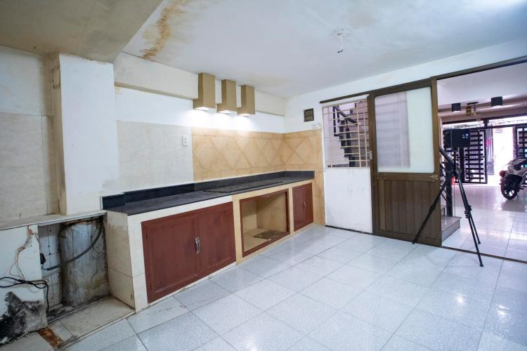 Phòng bếp nhà phố Quận 1 Nhà phố trung tâm Quận 1 khu phố an ninh yên tĩnh, hướng Bắc.