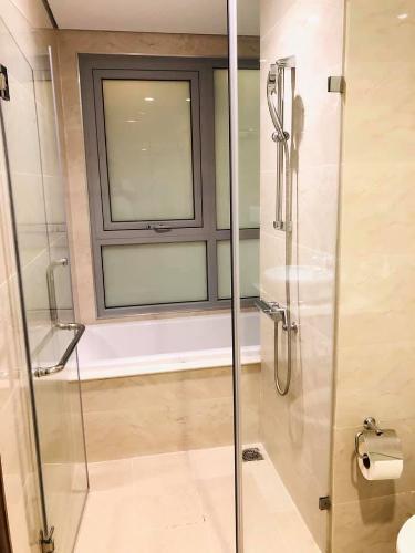 Toilet căn hộ Vinhomes Central Park Cho thuê căn hộ Vinhomes Central Park 2PN, tháp The Central 2, đầy đủ nội thất, view nội khu
