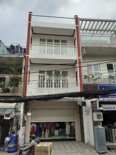 Nhà mặt tiền đường Lạc Long Quân hướng Đông, thích hợp kinh doanh.