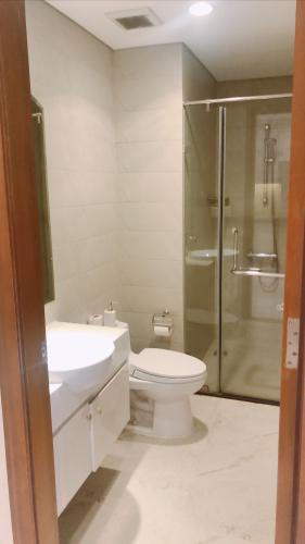 Toilet Vinhomes Central Park Căn hộ Vinhomes Central Park nội thất hiện đại, view nội khu mát mẻ.