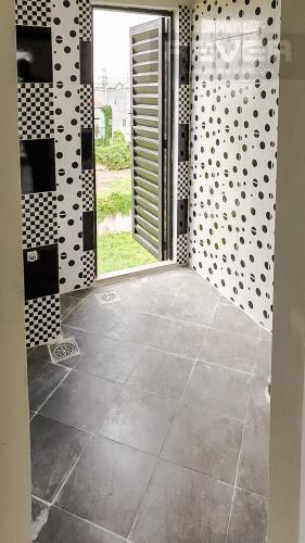 Phòng Tắm 2 Cho thuê nhà 42m2, 2 lầu, 3 PN 3WC nằm trong khu dân cư đông đúc huyện Nhà Bè