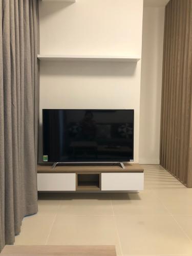 Phòng khách Gateway Thảo Điền Căn hộ Studio Gateway Thảo Điền nội thất đầy đủ, phong cách tối giản.
