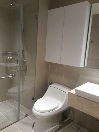 Phòng tắm Diamond Island Quận 2  Căn hộ view nội khu Diamond Island đầy đủ nội thất sang trọng.