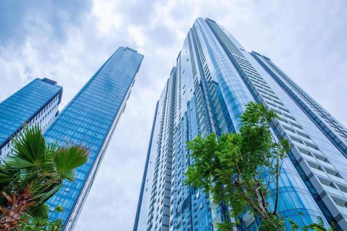 Ảnh toà nhà Bán hoặc cho thuê căn hộ Vinhomes Golden River 2PN, tháp The Aqua 2, diện tích 68m2, đầy đủ nội thất cao cấp, view Bitexco
