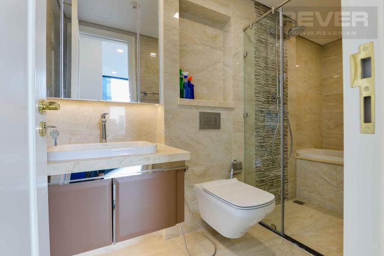 Toilet 1 Bán căn hộ Vinhomes Golden River 74m2 2PN 2WC, nội thất cơ bản, view sông