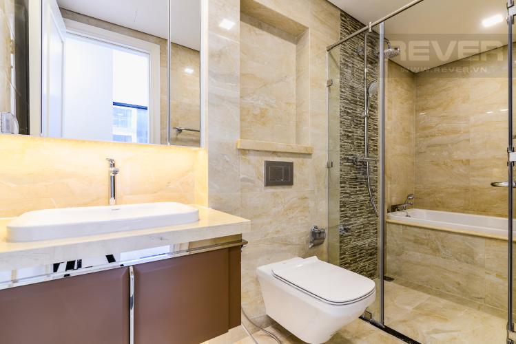 Phòng tắm 2 Officetel Vinhomes Golden River 2 phòng ngủ tầng thấp A1 hướng Đông
