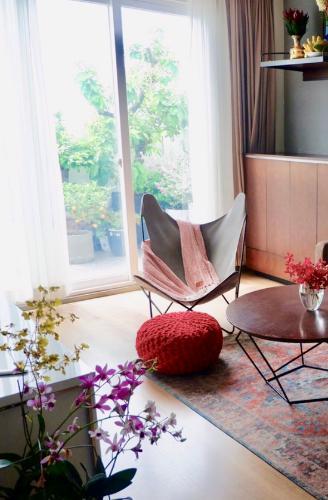 Căn hộ Penthouse Saigon Metro Park nội thất cơ bản, sân vườn rộng rãi.