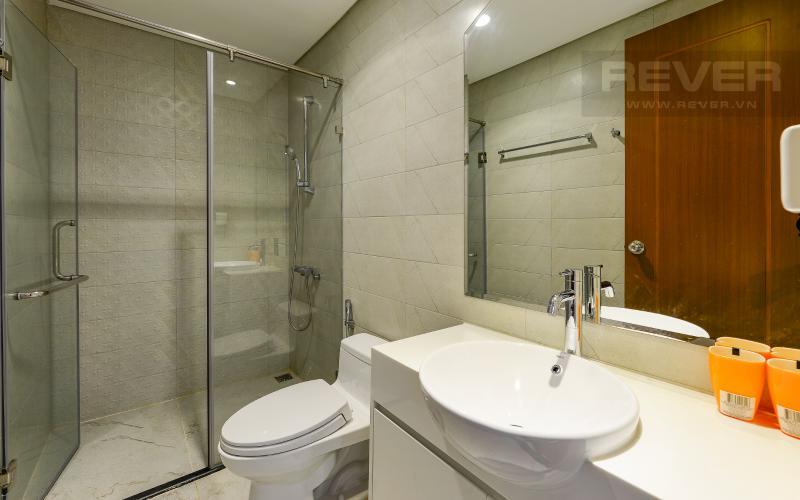 phòng tắm Căn hộ Vinhomes Central Park tầng cao L1 nội thất cao cấp, view sông