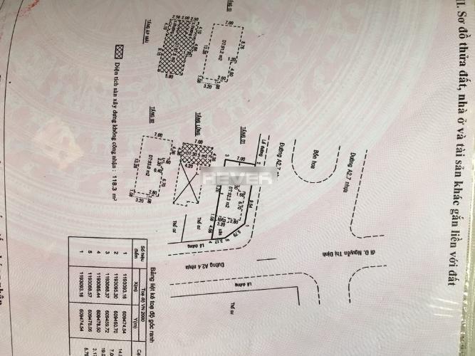 Thông tin nhà  Nhà phố hướng Đông 2 mặt hẻm xe hơi, diện tích sử dụng 376m2.