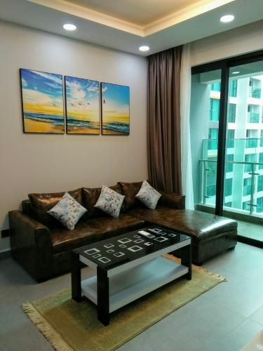 PHÒNG KHÁCH căn hộ Feliz En Vista Căn hộ Feliz En Vista tầng cao đầy đủ nội thất, view nội khu.