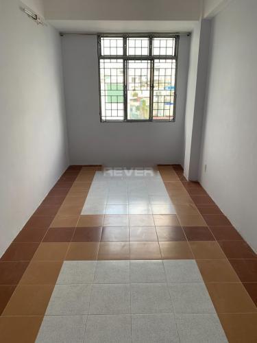 Căn hộ tầng 4 chung cư Nguyễn Kim view thành phố sầm uất.