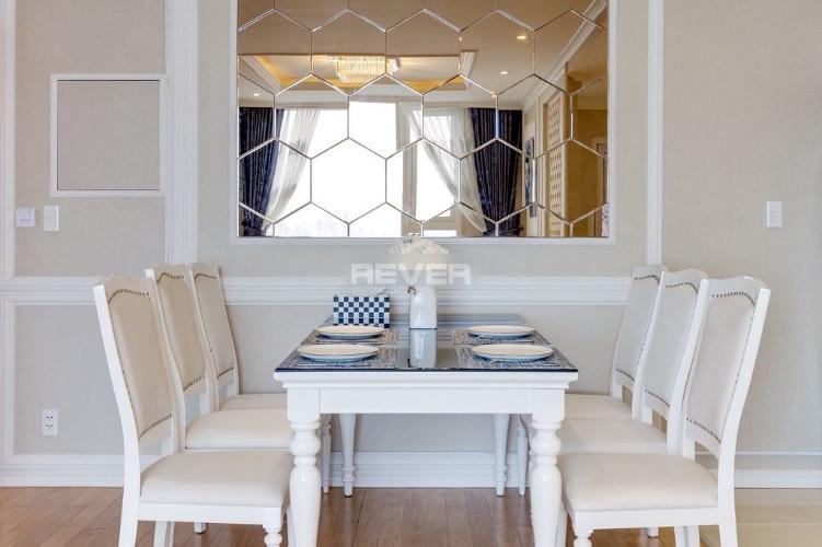 Căn hộ tầng cao Léman Luxury Apartments đầy đủ nội thất cao cấp.