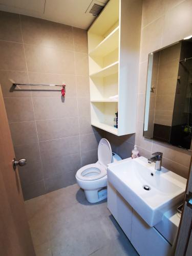 Phòng tắm căn hộ The Sun Avenue, Quận 2 Căn hộ The Sun Avenue tầng cao đón view thành phố thoáng mát.