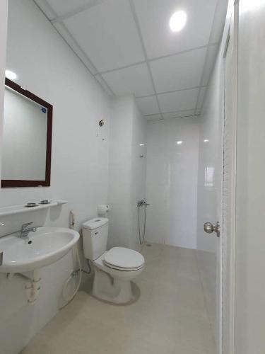 Bên trong căn hộ Topaz Elite Căn hộ Topaz Elite nội thất cơ bản, view thành phố sầm uất.