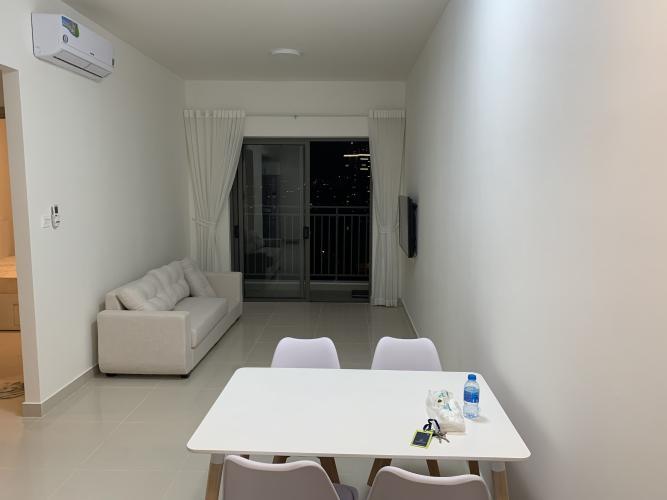 Phòng khách căn hộ The Sun Avenue, Quận 2 Căn hộ The Sun Avenue bàn giao đầy đủ nội thất, 1 phòng ngủ.