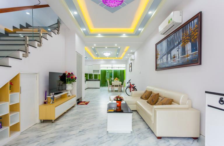 Phòng khách 1 Nhà phố khu compound Mega Khang Điền Quận 9 nội thất đầy đủ