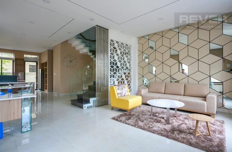 Phòng Khách Biệt thự Lakeview City đường Nguyễn Duy Trinh Quận 2, diện tích 8x20m, thiết kế hiện đại.