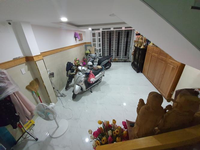phòng khách Nhà phố hướng Đông Nam, hẻm xe hơi, sổ hồng riêng.