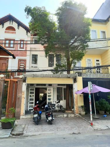 Nhà mặt tiền đường Lam Sơn diện tích 120m2, vị trí tiện kinh doanh.