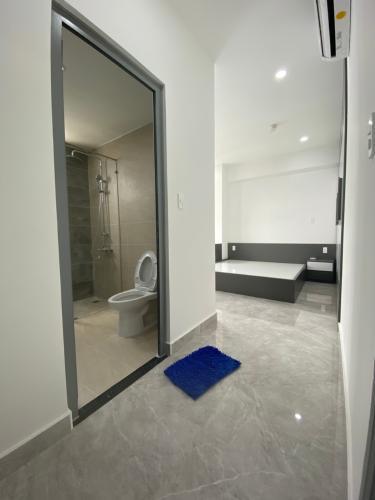 Nhà vệ sinh Saigon South Residence Căn hộ Saigon South Residence tầng cao, đầy đủ nội thất, 3 phòng ngủ.