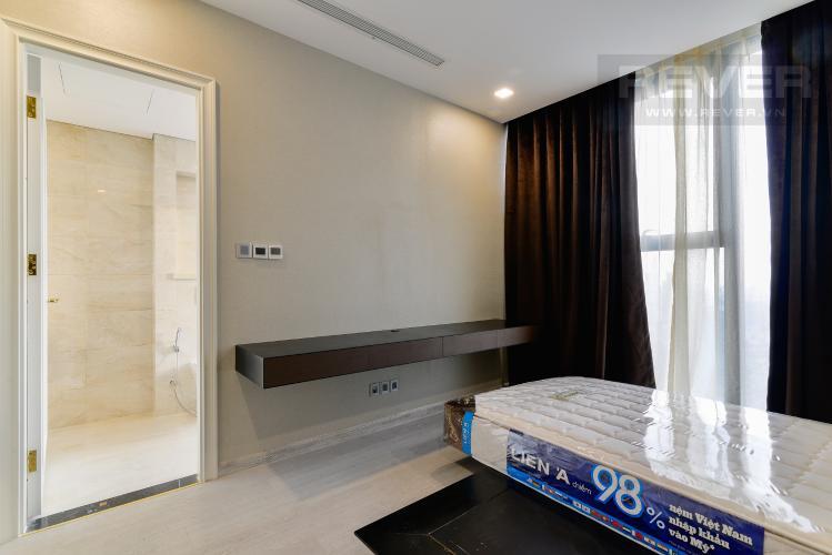 Phòng Ngủ 2 Căn hộ Vinhomes Golden River tầng cao, tháp The Aqua 4, 4PN, view sông Sài Gòn