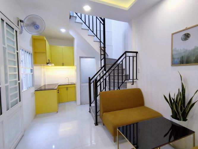 Phòng khách nhà phố Trần Đình Xu Quận 1 Nhà phố hẻm Trần Đình Xu, trung tâm quận 1.
