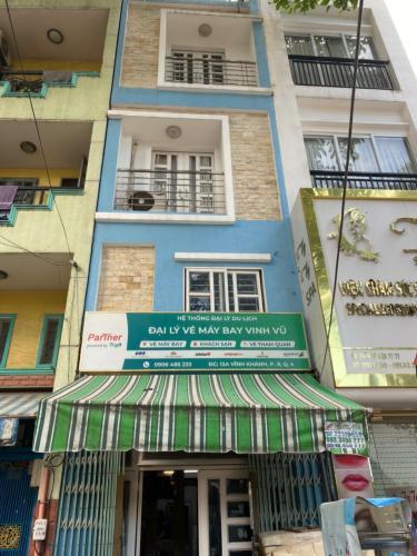 Bán nhà phố 3 tầng mặt tiền đường Vĩnh Khánh, quận 4 hướng Tây Nam, diện tích đất 23.2m2, sổ hồng pháp lý đầy đủ.