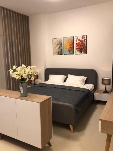 Phòng ngủ Gateway Thảo Điền Căn hộ Studio Gateway Thảo Điền nội thất đầy đủ, phong cách tối giản.