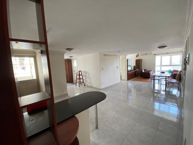 Căn hộ Duplex Sky Garden tầng trung, đầy đủ nội thất tiện nghi.