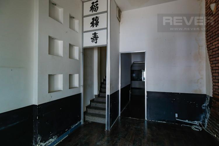 Tầng Trệt Nhà phố 7 phòng ngủ đường Bùi Viện Quận 1