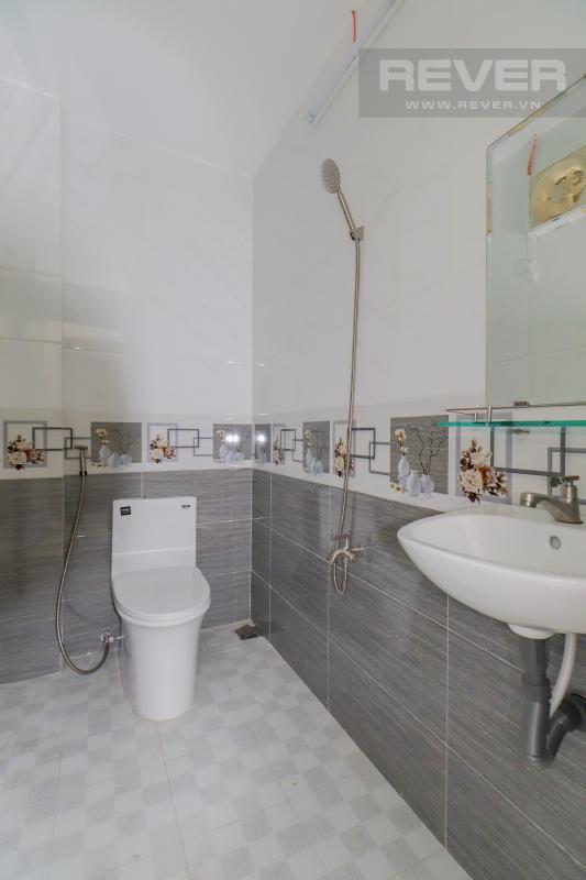 Toilet Bán nhà phố Quận 7, diện tích đất 51m2, đầy đủ nội thất, sổ hồng chính chủ, cách Vòng xoay Tân Thuận 300m