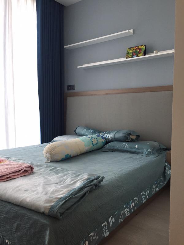4 Cho thuê căn hộ Vinhomes Golden River 2PN, tầng thấp, đầy đủ nội thất, view Landmark 81