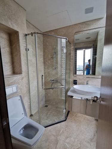 Phòng tắm , Căn hộ Vinhomes Central Park , Quận 9 Căn hộ Vinhomes central Park tầng 05 cửa hướng Đông, nội thất cơ bản.