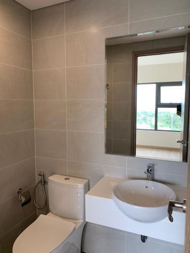 Toilet Vinhomes Grand Park Quận 9 Căn hộ view sông Vinhomes Grand Park tầng cao, nội thất cơ bản.
