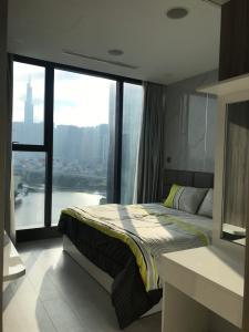 Bán căn hộ Vinhomes Golden River 2PN, tháp The Aqua 1, đầy đủ nội thất, view sông và Landmark 81