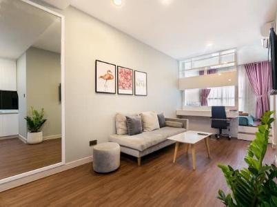 Cho thuê căn hộ Saigon Royal 1 phòng ngủ, diện tích 40m2, đầy đủ nội thất, view hồ bơi