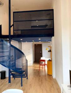 Bán căn hộ officetel Masteri Millennium, có tầng lửng, diện tích 30m2, đầy đủ nội thất, full sàn gỗ