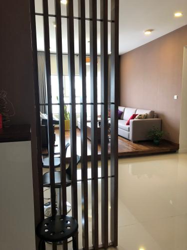 Phòng khách Sunrise City, Quận 7 Căn hộ Sunrise City tầng cao, ban công hướng nội khu thoáng mát.