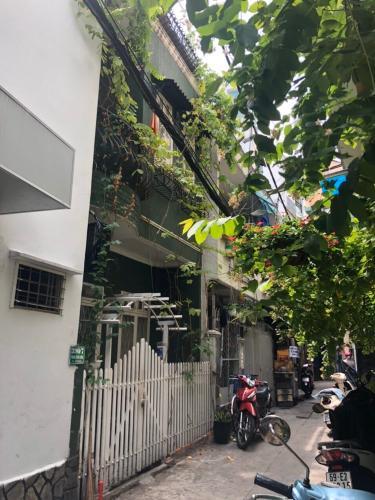 Bán nhà phố đường hẻm Phan Xích Long, phường 2, quận Phú Nhuận, diện tích đất 15.8m2, sổ hồng đầy đủ.