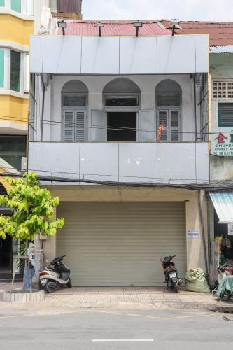 Cho thuê nhà phố 2 tầng, mặt tiền Hải Thượng Lãn Ông, Quận 5, diện tích sử dụng 300m2, không nội thất