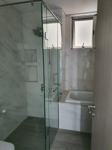 Phòng tắm Phú Mỹ Hưng Midtown Căn hộ Phú Mỹ Hưng Midtown nội thất cơ bản, view thành phố thoáng mát.
