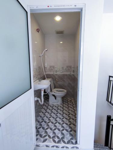 Toilet nhà phố Trần Đình Xu Quận 1 Nhà phố hẻm Trần Đình Xu, trung tâm quận 1.