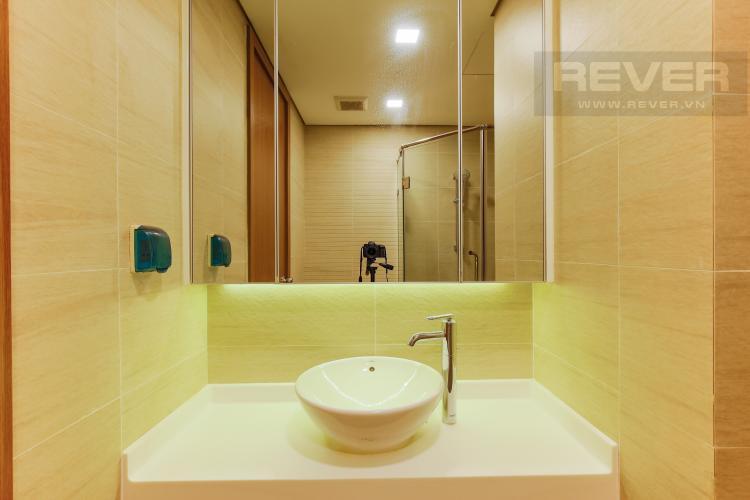 Phòng Tắm 1 Căn hộ Vinhomes Central Park trung tầng Park 1 thiết kế hiện đại, view sông