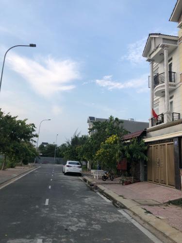 Nhà phố KDC Điền Phúc Thành, quận 9 Nhà phố KDC Điền Phúc Thành diện tích 5m x20m, có sân vườn rộng