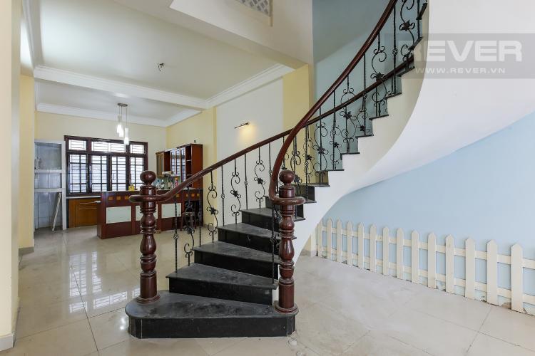 Cầu Thang Biệt thự 4 phòng ngủ đường Lý Phục Man Quận 7